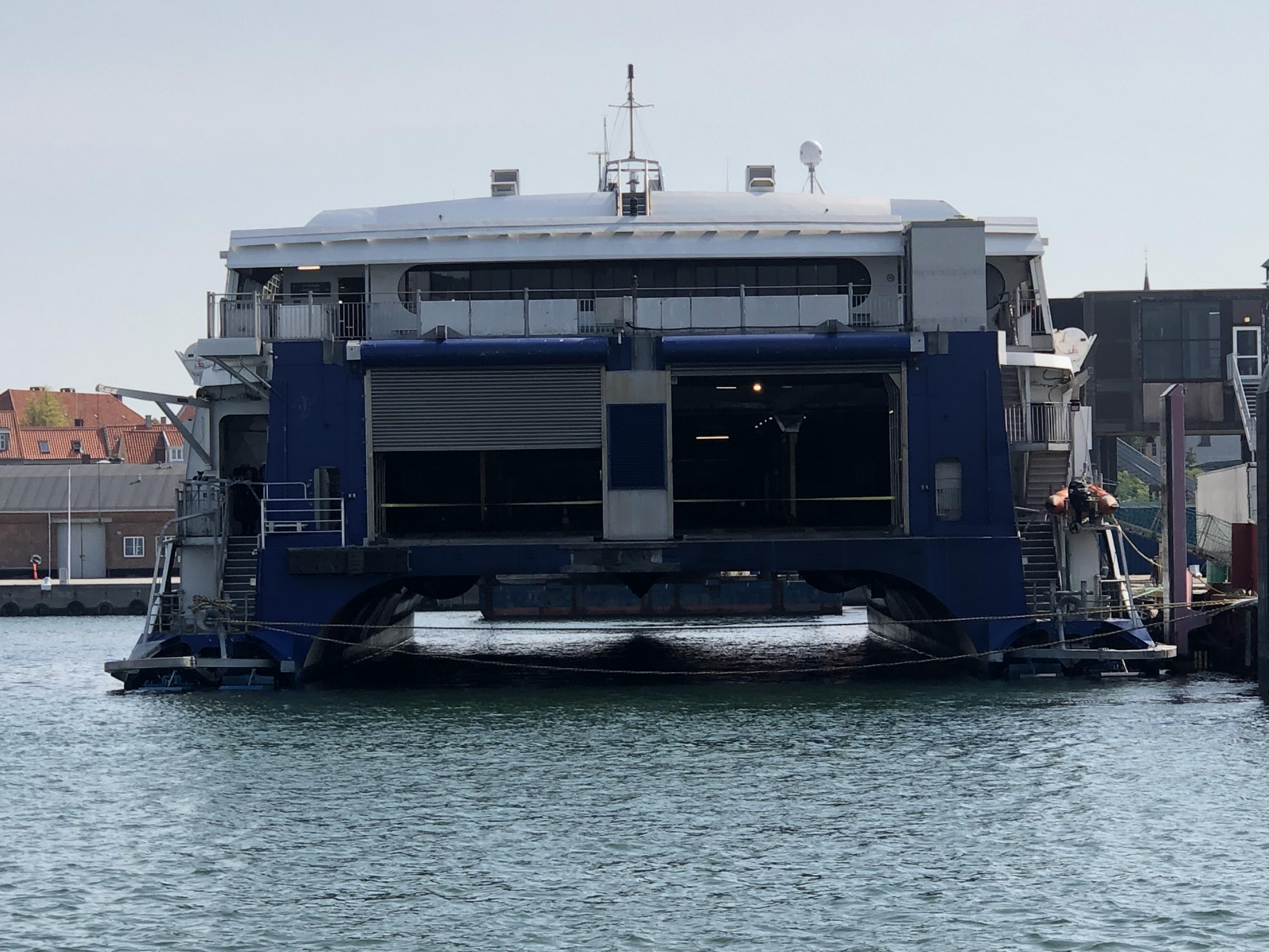 HSC Max ligger ved Øernes Kaj i Rønne havn