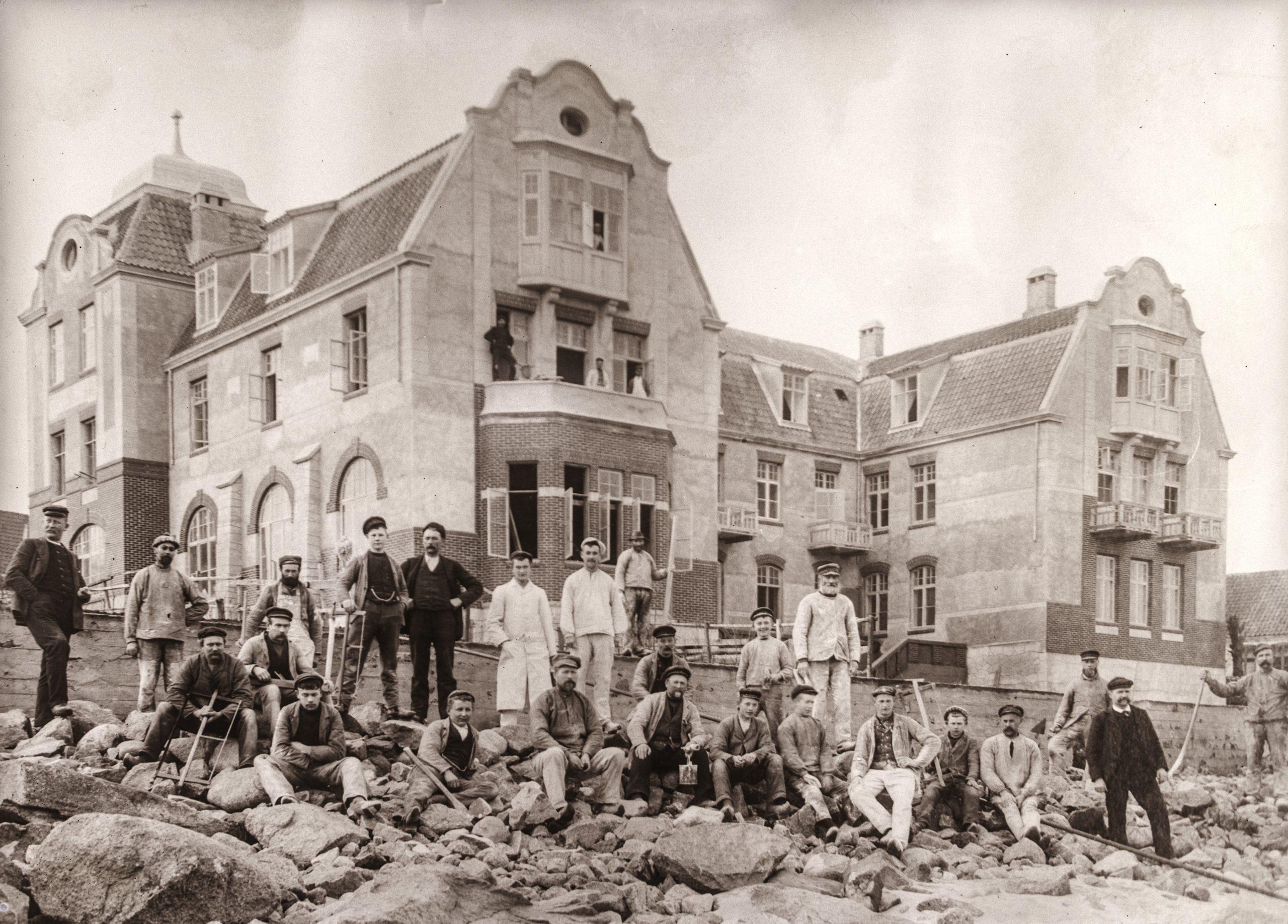 Hotel Strandschloss (senere Hotel Strandslot) bliver bygget - 1904