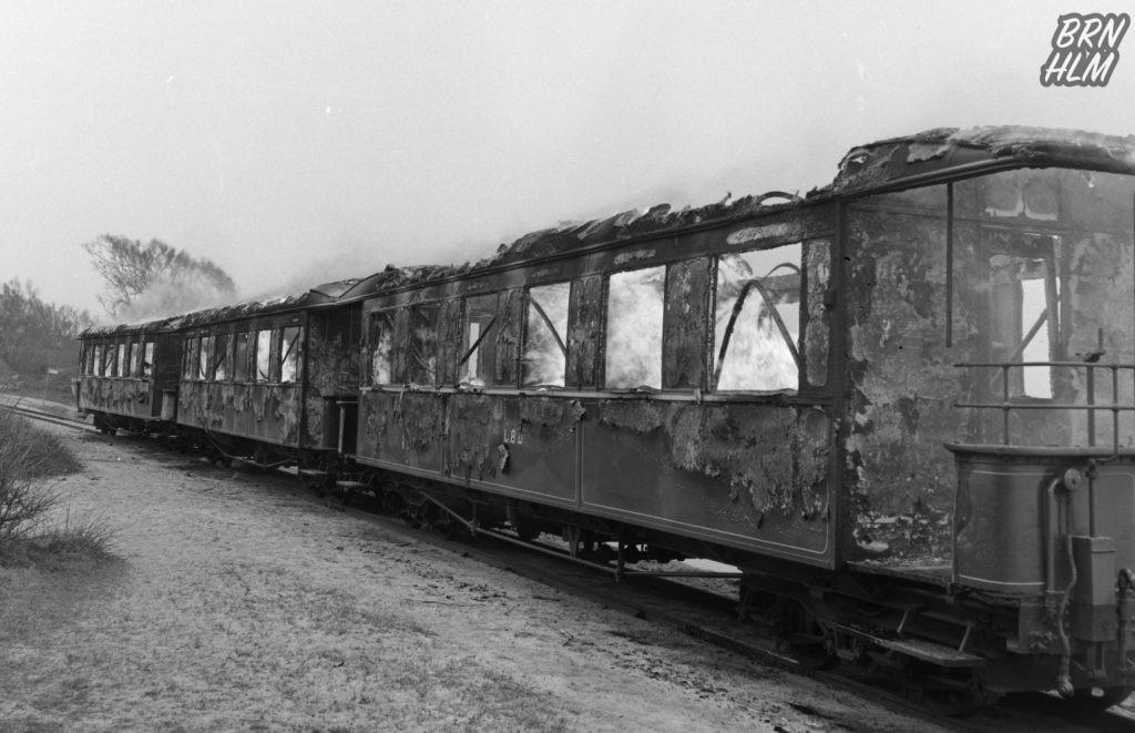 De Bornholmske Jernbaner afbrænder de gamle togvogne - Maj 1969