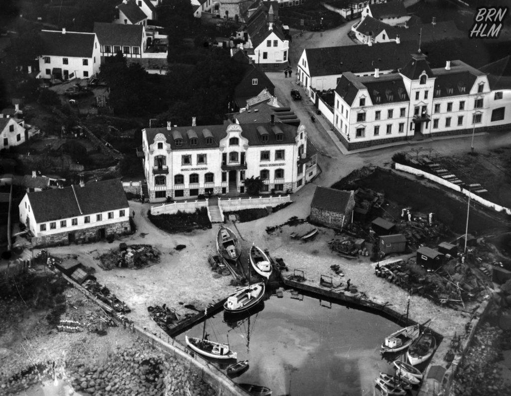 Sandvig havn med Hotel Nordland kirken samt strandhotellet