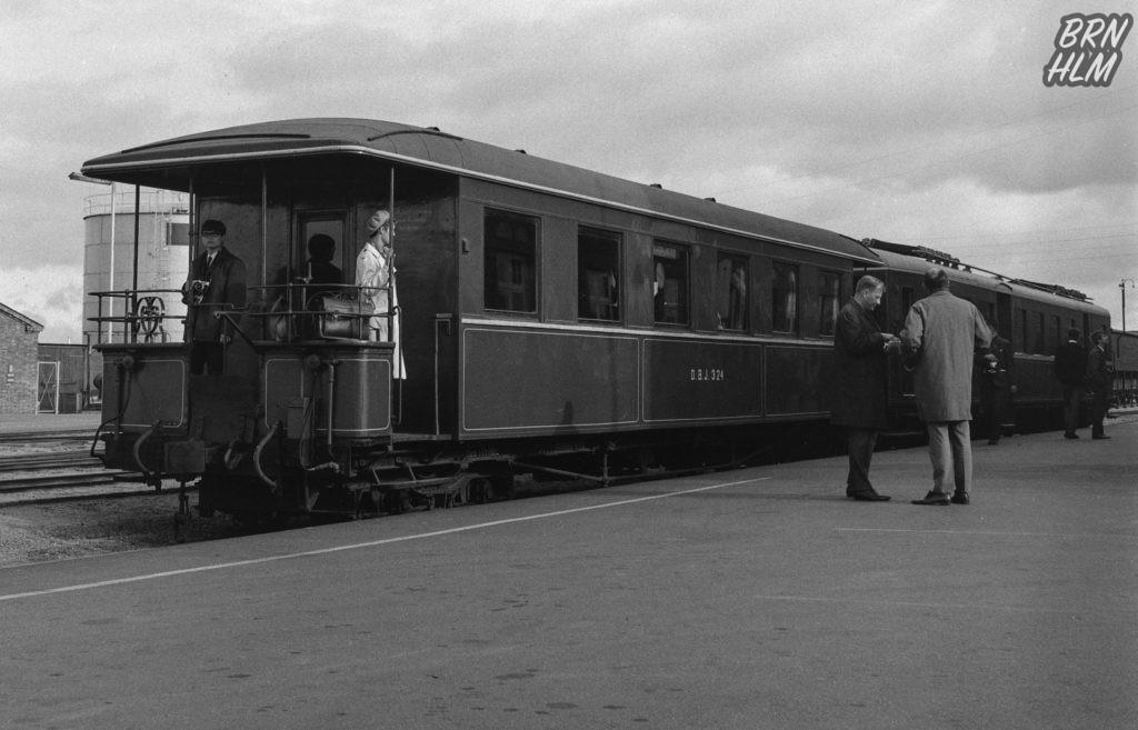 DBJ 324 holder ved Rønne H's perron - 1968