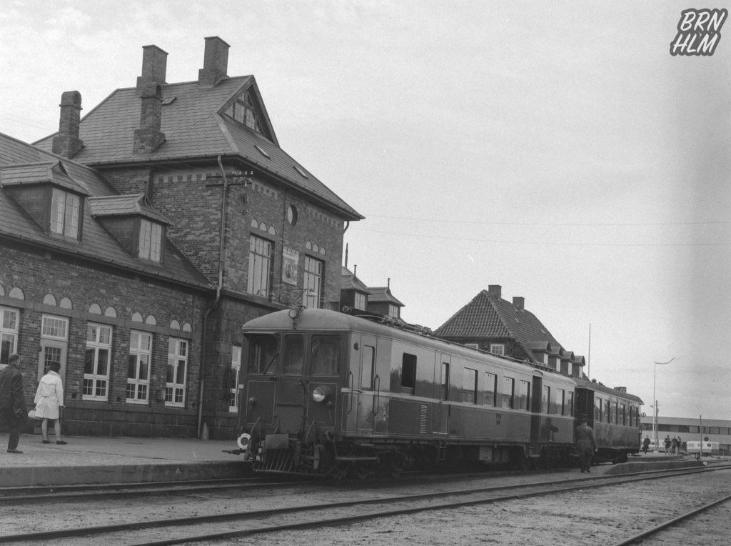 DBJ skinnebus M3 foran Rønne H Station - 1968