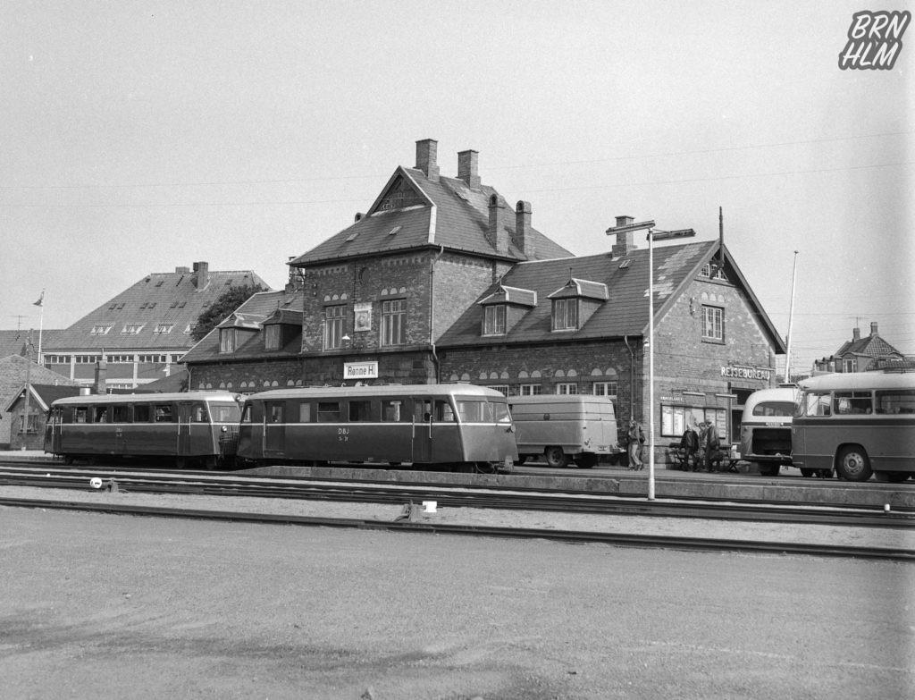 DBJ Skinnebus SM 33 samt SP 31 ved Rønne station - 1968