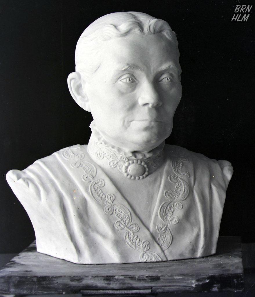 Gips buste af Mathias Andreas Bidstrup's hustru Cecilie Margrethe Bidstrup