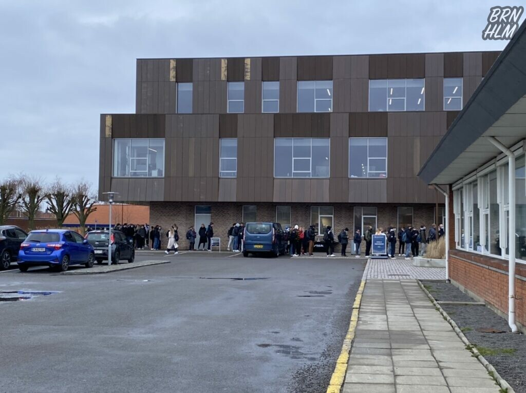 Campus Bornholm - Kø til kontrol af Covid-19 test